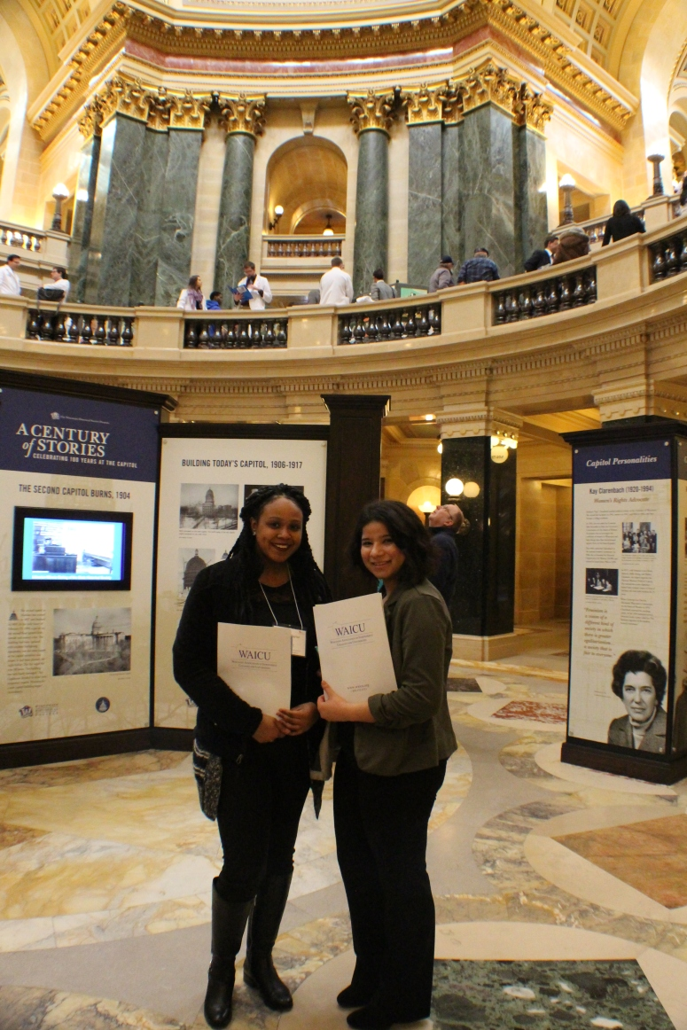 Students in rotunda